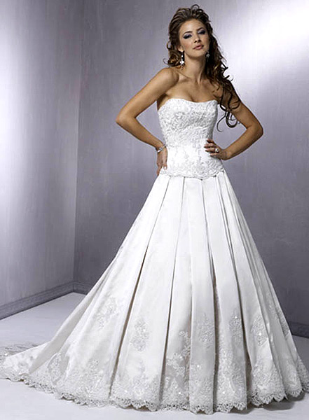 Wedding dress for taller and curvier women
